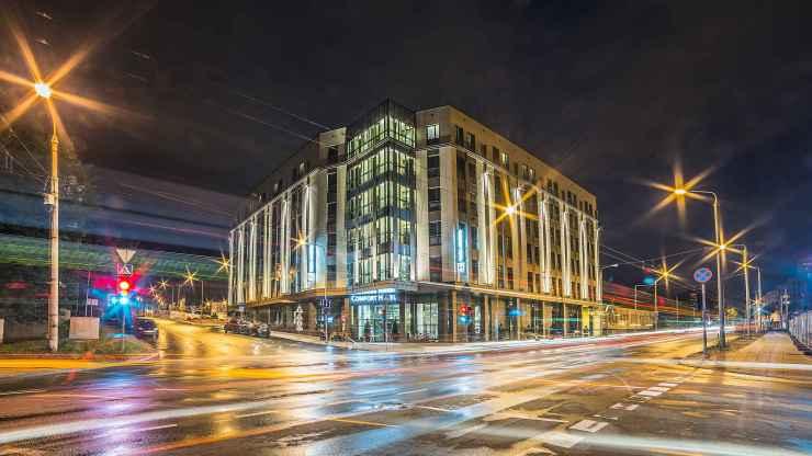 2000x1125Co_Comfort_Hotel_LT_FA_010_Building.jpg